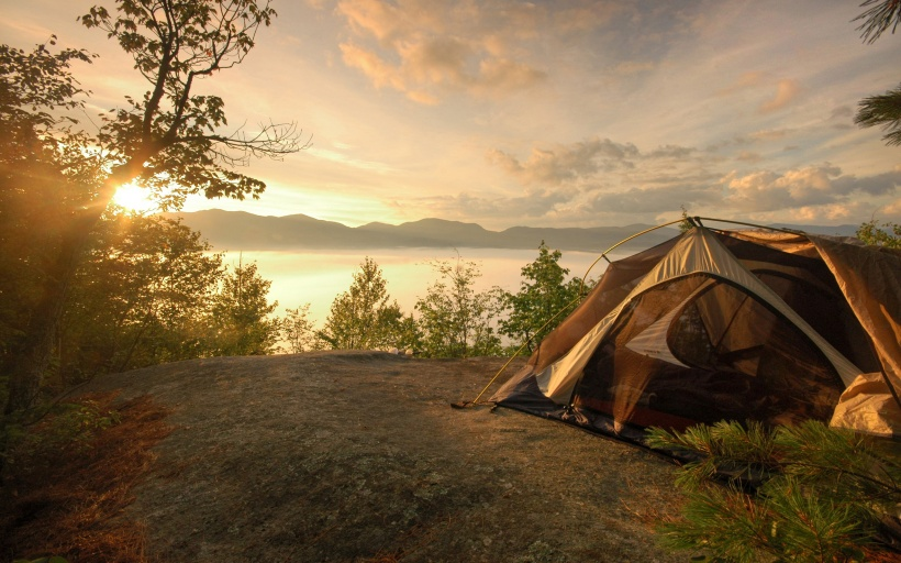 635987791255837195-1892917331_camping-near-the-lake-background-wallpaper